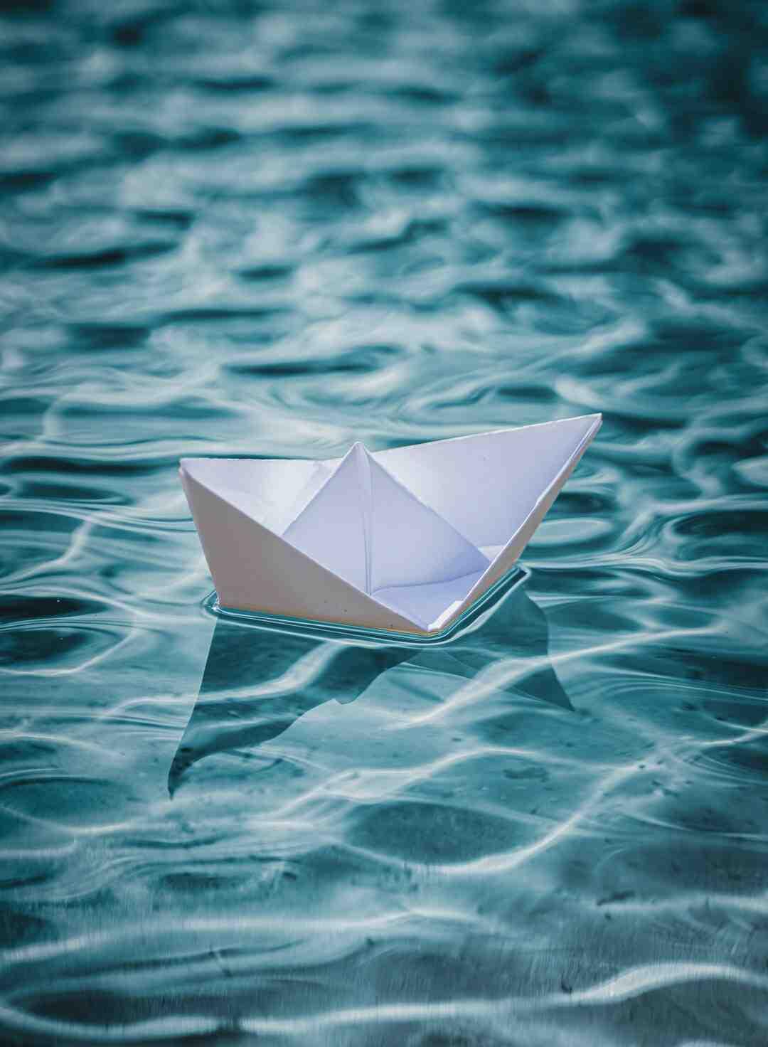 Pourquoi on flotte sur l'eau ?