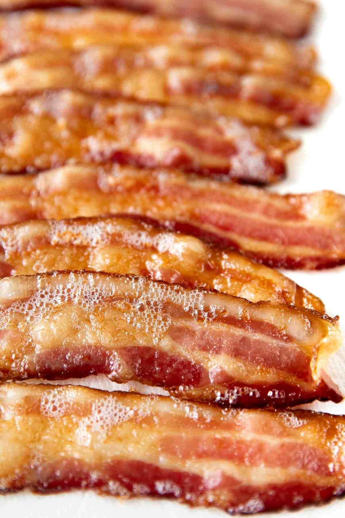 Comment cuire des tranches de bacon épaisses au four